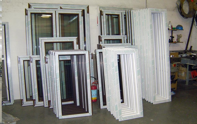 Infissi in pvc viterbo finestre porte pvc prezzi serramenti for Prezzi porte pvc